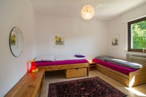 KInderzimmer mit zwei Betten