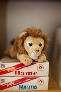 Kinder: Löwe auf Brettspielen
