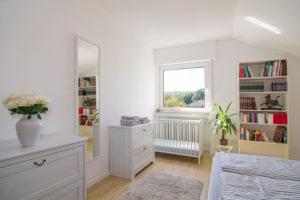 Schlafzimmer Luise mit Kinderbett