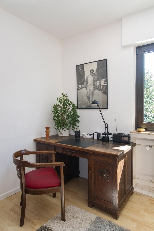 Schreibtisch und -stuhl im Schlafzimmer