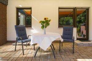 Ferienhaus: Gartenstühle und -Tisch