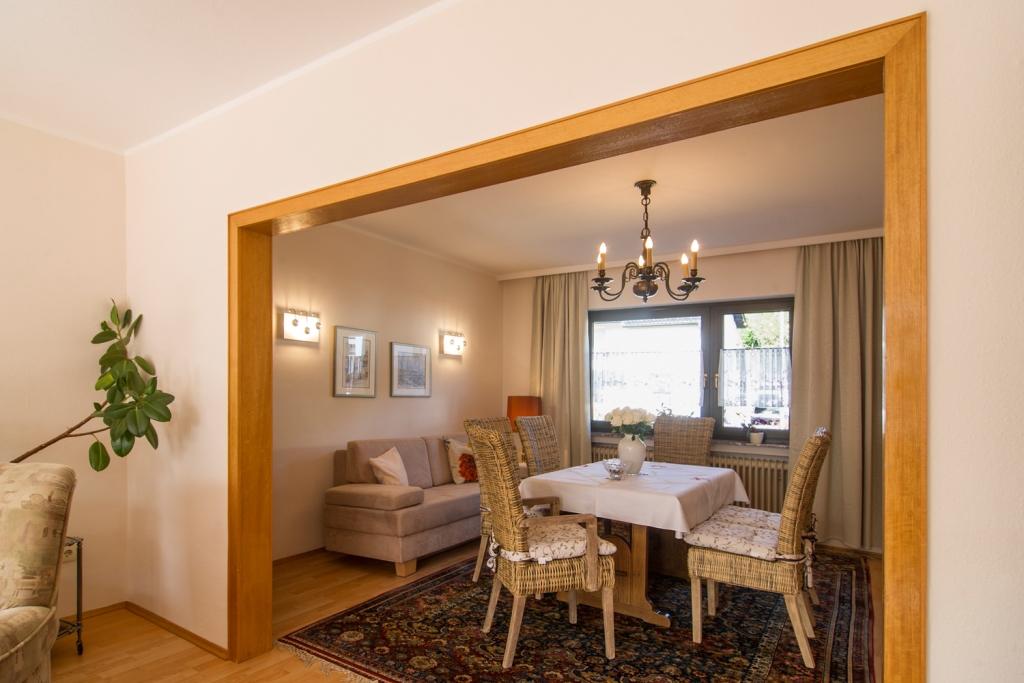 Wohnzimmer: Durchgang zum Essbereich