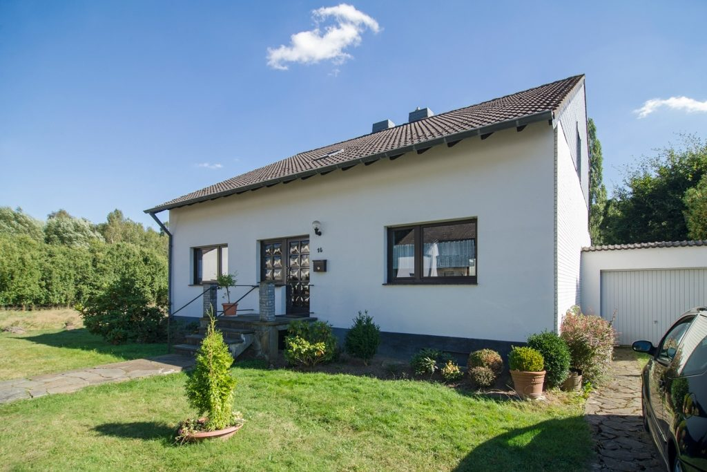 Haus und Garage Ferienhaus-Faltmann