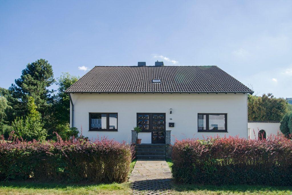 Ferienhaus Faltmann: Ansicht von der Straße