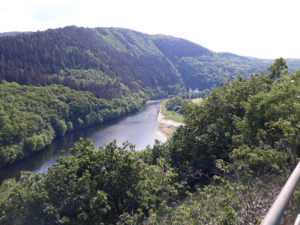Eifel im Mai: Sicht vom Meuchelberg auf das Heimbacher Staubecken