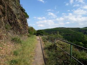 Eifel im Mai: Blick vom Meuchelberg auf umliegende Hügel