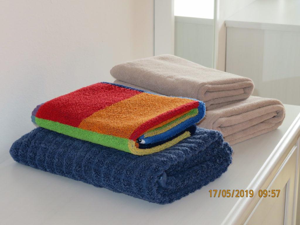 2 Paar Handtücher machen Gäste glücklich